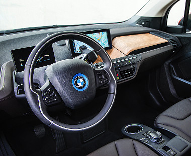 Modern a cockpit, de elférne még pár hasznos pakolórekesz