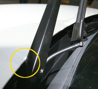 Karcolja a peremet az ablaktörlő-kar. A szélvédőmosó-megoldás miatt muszáj lesz gyári lapátot venni
