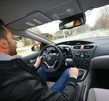 Mindent elkövettek a mérnökök, hogy a sofőr ne érezzen változást a vezetési élményben