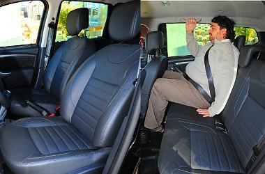 Nem túl jó az ülések oldaltartása, de megfelelően támasztják a testet. Széltében már szűk lehet a hátsó sor három embernek