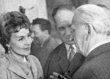 Két szovjet békeharcos élénk beszélgetésben Kisfaludi Strobl Zsigmond, Kossuth-díjas szobrászművésszel