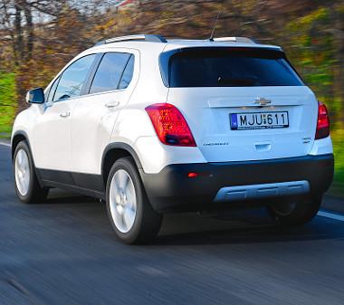 Jól néz ki a Trax, sokkal vagányabb, mint az ikertestvér Opel Mokka