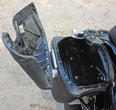 A 26 literes kofferek vízhatlanok, nyitásuk nagyon egyszerű