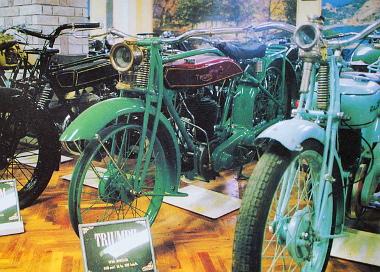 Megmaradtak az 1926-os Triumph gumiperemes kerekei, ilyen köpenyt viszont ma már nehéz találni