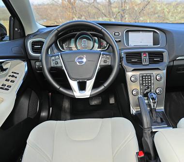 Hiába ez a legkisebb Volvo, a minőségérzet és a design akár a nagyobbakban