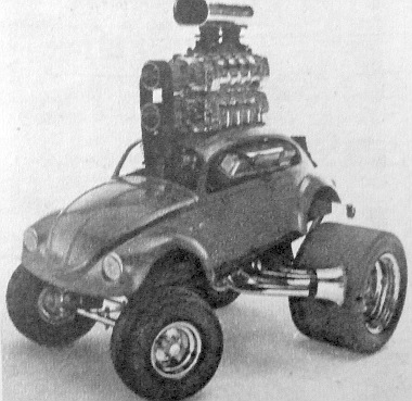 Ez is egy mozgó jármű, nem is lassú. A versenyek szüneteit hasonló kocsik bemutatásával töltik ki, szerepük hasonló, mint a cirkuszban a bohócoknak