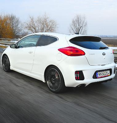 A módosított kipufogórendszer miatt a GT-nek 1000 és 4000 fordulat között ércesebb a hangja, mint a normál változatoknak