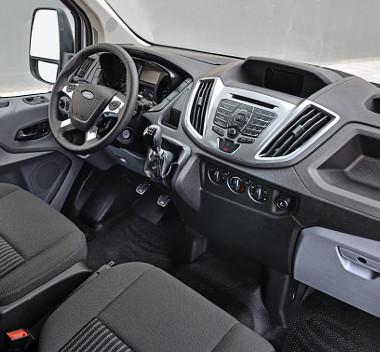 A Ford személyautóiból ismerős a vezetői környezet. Az utaskabin csendes, csekélyek a menetzajok
