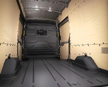 A DIN/ISO szabványú rakományrögzítő pontok az oldalfalra kerültek, így teljesen sík a padló
