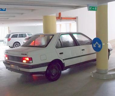 Az egri parkolóház nem túl szép, ám ennél is nagyobb gond, hogy a használatával is komoly gondok vannak. Kipróbáltuk, nem úsztuk meg a manővert. FOTÓ: AS