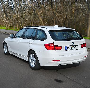Szériatartozékként adja az elektromos mozgatású csomagtérajtót a BMW a 3-as Touringhoz