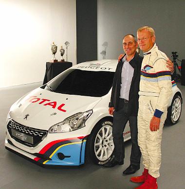 Az autósportikon Ari Vatanen és a 208 R5-ös raligép társaságában