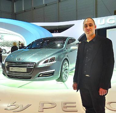 Gratulálunk! Attila büszkén áll a 5 by Peugeot koncepció mellett