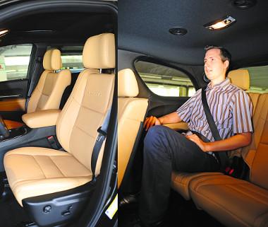 Kényelmes ülések és hatalmas hely fogadják az utasokat. Az 5,1 méteres hosszúság jóvoltából még a harmadik sorban is szellős a Durango
