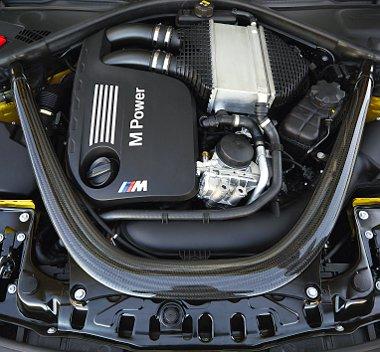Sorhatos már kétszer is, turbómotor azonban most először szerepel az M3-as történetében. Az S55-ös egy remekmű