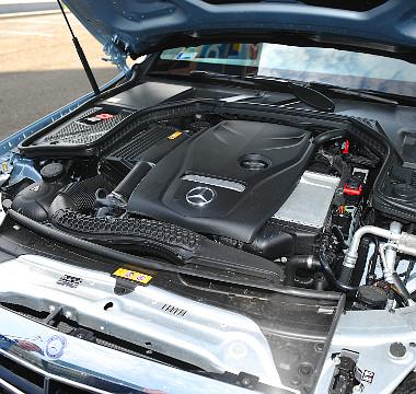 """A C 180-as típusjelzés dacára a motorháztető alatt """"csupán"""" egy 1,6-os benzines lapul"""