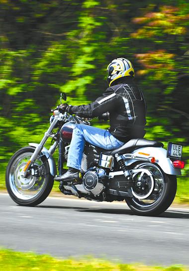 Jobb, ha megszokjuk, hogy már a Harleyk V2-esei sem hangosak. Hiába, a normáknak muszáj megfelelni...