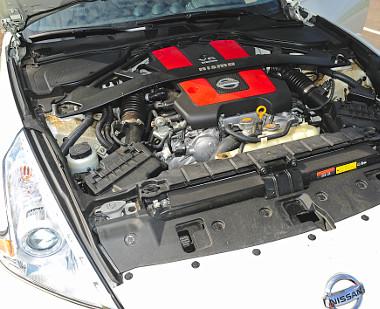 Az első tengely mögé építették a változó szelepvezérlésű V6-ost