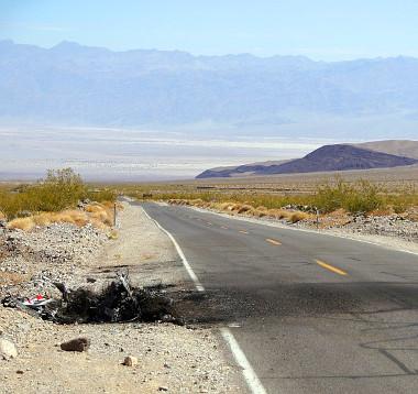 Ennyi maradt a Ford-pickupból a tűz után. Autószállító helyett seprű kell hozzá...