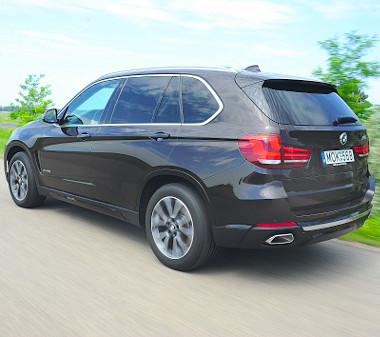 Általában nem a nagy családi autó szerepkörében tetszeleg az X5-ös