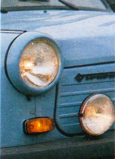 Több változtatást hajtottak végre a kocsi elején. A lámpa viszont maradt