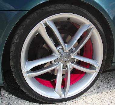 Audi felnik, rózsaszín belső peremmel