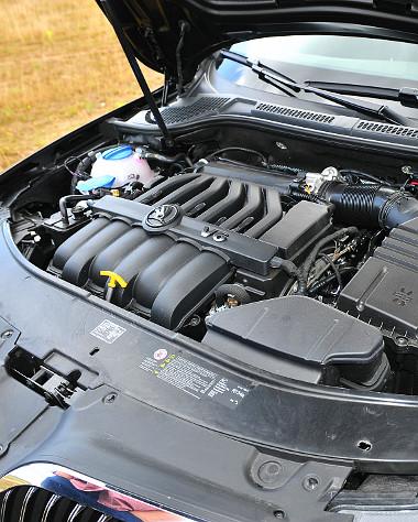 350 Nm-es nyomatékot állít hadrendbe a 3,6 literes, V6-os blokk