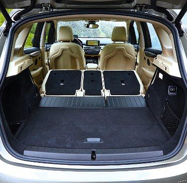 A hátsó ülések 130 mm-es csúsztathatósága 98 900 forintos opció