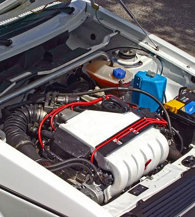 Durva a VR6-os motor a kocsi orrában. Kibérelheti a belső sávot