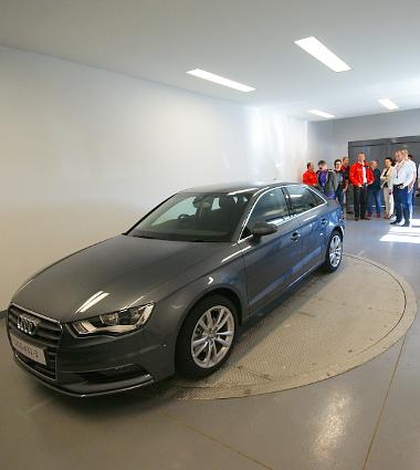 A látogatókra való tekintettel 60 km/h-ig tekerték fel a szélcsatornát az Audi Hungariánál