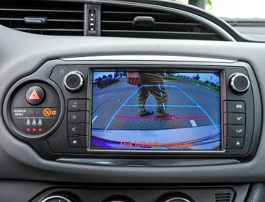 A Toyota Touch2 fejegységhez tolatókamera is jár