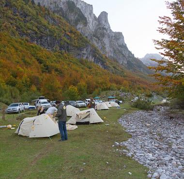 Modern nomádok: sátorverés a hegykatlanban