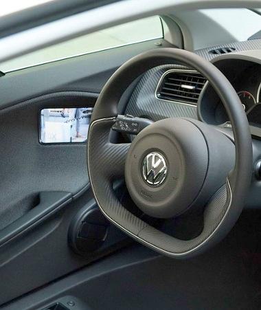 """Felmentést kapott a VW XL1 az alól a törvényi kötelezettség alól, hogy """"tükröződő felülettel"""" kell biztosítani a hátralátást"""