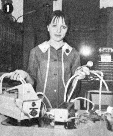 Akkumulátortöltők, vontatókötél, légnyomásmérő