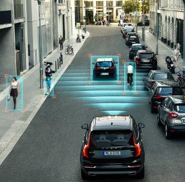 A járművek mellett a gyalogosokat és a kerékpárosokat is felismeri a városi koccanásgátló