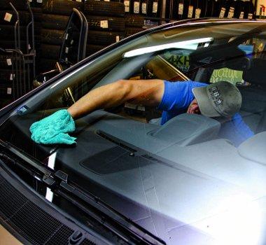 Csak alaposan! Az ablakokat zsíroldó anyaggal lehet tisztára mosni