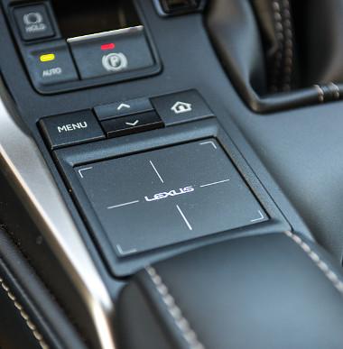 Megszokást igényel a Lexus touchpadje