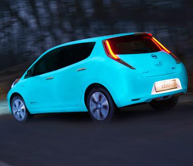 Útburkolati jel festéktől világít a sötétben a Leaf – Autó ...