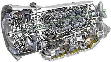 A Mercedes kínálatában elsőként az E 350 BlueTec kapta meg a fenséges kilencfokozatú automatát