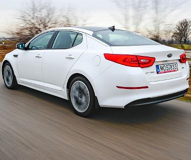 Jóvágású és modern, de nem igazán agilis autó az Optima