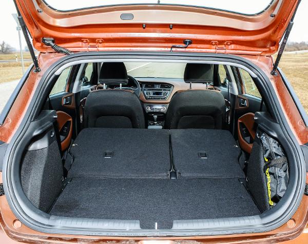 Az állítható padlóval (Comforttól) lesz igazán jól használható a csomagtér