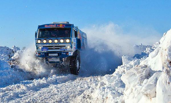Nem csak sivatagban remekel a Kamaz tereprali-teherautó
