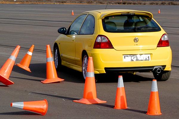 Ugyanannyit hibázik a kiszáradt szervezettel rendelkező autóvezető, mint az ittas. sokan mégis szándékosan idézik elő ezt az állapotot