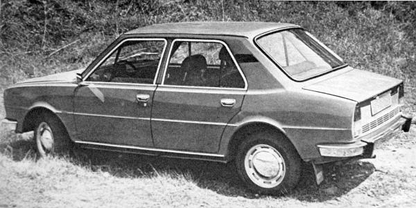 A Forma-1 kocsiknál nem ritkaság, de családi autókhoz eddig nemigen választottak olyan megoldást, hogy a farmotor hűtőjét, előre tegyék. És bár nem titok, hogy továbbra is kísérleteznek orrmotoros Škodákkal, ennek a modellnek még kétségtelenül hátul van a