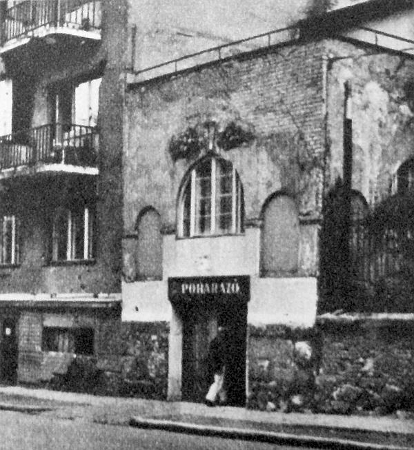 A Városmajor utcában ott árulkodik a felhajtó járda – bizonyítékként, hogy ezt a helyiséget nem poharazónak építették