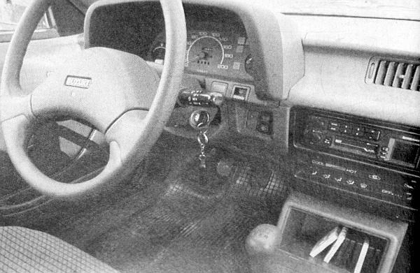 """A rádió alatt külön kis """"dobozka"""" található az apróságoknak"""