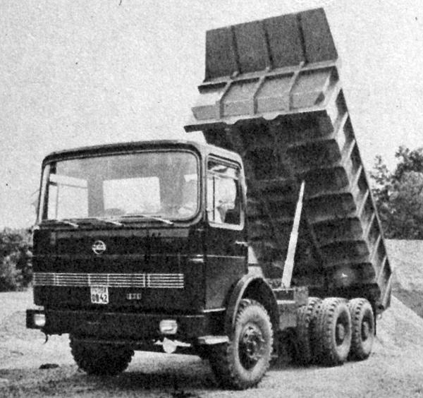 Egy háromtengelyes, modern, 836-os típusú Rába-kocsi, amely annak bizonyítéka, hogy a 75 éves tradíciókra is építő gyár igen nívósan képes kielégíteni a korszerű technika követelményeit