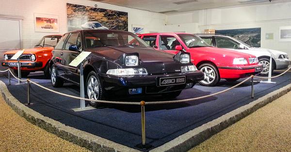 1986-ban jött a Volvo első fronthajtású modellje, a négyüléses 480-as sportkupé (fekete) egy 120 lóerős, turbómotoros 480 ES. A technikai alapokat az 1988-ban bemutatott 440-esnél (ötajtós ferdehátú és szedán) is felhasználták: a piros a legutolsó példány