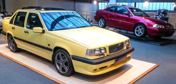 1991-97 között a kocka formájú 850-est szedán és kombi változatban is gyártották, a T-5R csúcsmodell 249 lóerőt tudott