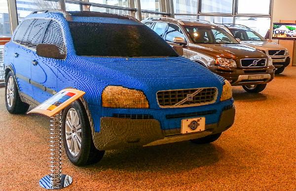 """Az eredeti XC90-es méretarányos """"replikája"""" 201 076 Lego építőkockából áll. Korábban a San Diego-i Legoland élményparkban volt kiállítva"""